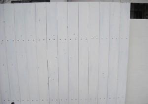 サーモウッドを使用した隣地フェンス。仕上げを少しアンティークにしました。